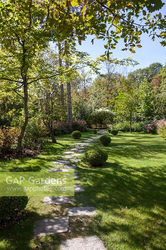 Gap Gardens Clipped Box And Block Pathway Le Jardin Anglais Pres
