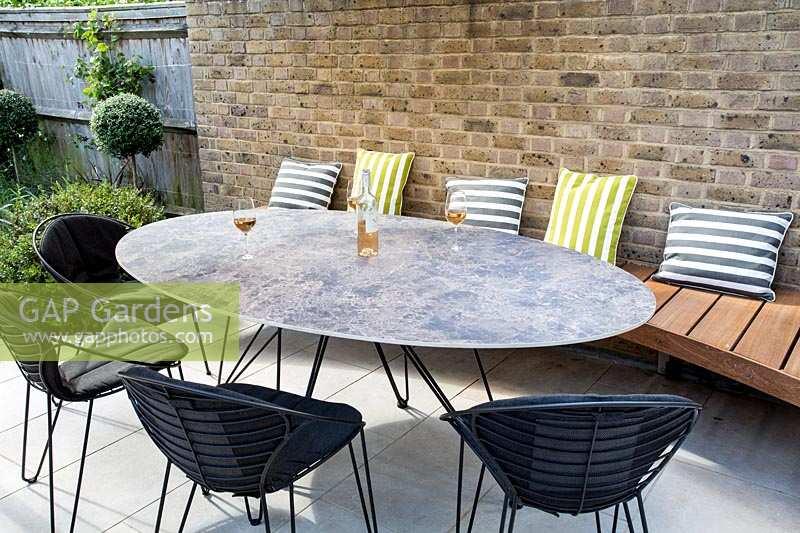 Gap Gardens Contemporary Garden With White Stone Patio