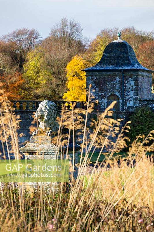 Lion statue and pavilion viewed through Stipa gigantea