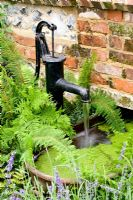 Water feature with water pump