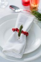 Making a Cranberry and Bay leaf decorative ring - using the decoration as a napkin ring