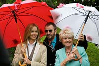 Ringo Starr and his wife Barbara Back with Gloria Hunniford. Chelsea Flower Show 2006