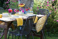 Preparing an outdoor table for a Summer party