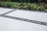 Making a mixed material patio - finished patio with mix of large porcelain slabs and small granite setts