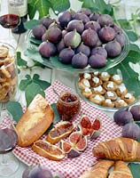 Sweet figs and bread