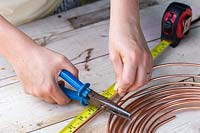 Cutting lengths of copper wire with snippers