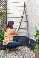 Tying rungs on ladder to struts with rope