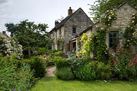Small country cottage garden