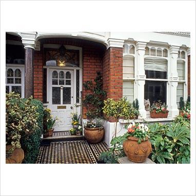 Gap photos garden plant picture library front garden for Victorian front garden designs
