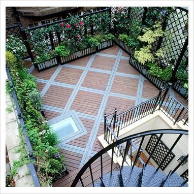 Un giardino inglese sul balcone consigli forum di - Grigliati in legno ikea ...